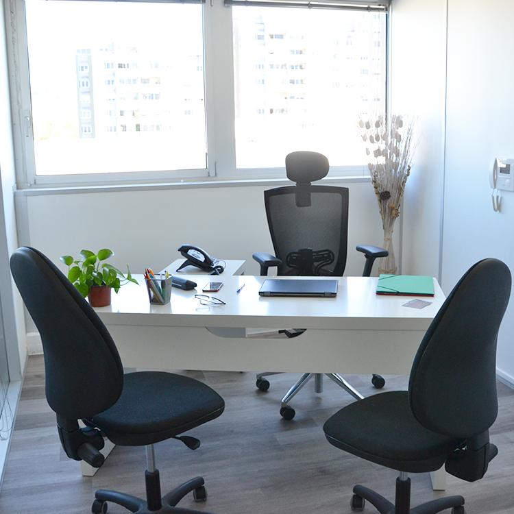 ORIS CA vous propose la location de bureaux privés mais également d'espace partagés (coworking). Situés en Zone Franche Urbaine, Oris vous permet de bénéficier d'une exonération fiscale importante. Les contrats, étant flexibles, facilitent votre arrivée ainsi que votre départ et vous permettent de garder une liberté pour le futur.